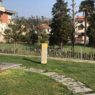 Totem da esterno in plexiglas retroilluminati per Studio Carmine Lucca